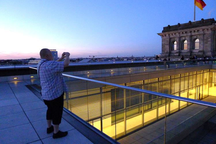 Henrik Alexandersson (HAX) på taket till tyska Bundestag.